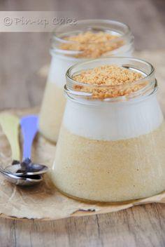 Pyszny lekki deser dla tych, którzy dbają o linię. Jabłkowy mus, o piankowej konsystencji, świetnie smakuje z jogurtem naturalnym, zwła...