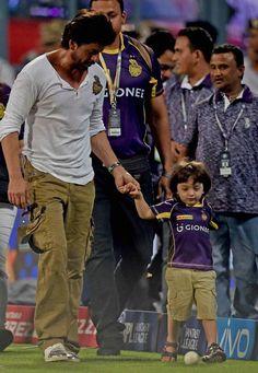 AbRam & Shahrukh Khan in ground during Kings XI Punjab Vs Kolkata Knight Riders match to support Kolkata!! #IPL #IPL2016 #IPLT20 #VIVOIPL