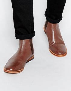 Stiefel von Frank Wright Leicht strukturiertes Leder Lasche hinten elastische Einsätze runde Zehenpartie flache Sohle mit geeignetem Pflegemittel behandeln Obermaterial aus 100% echtem Leder