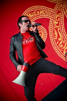 Stone Temple Pilots now that is my boy. Music Icon, My Music, Velvet Revolver, Scott Weiland, Stone Temple Pilots, Cool Pops, Sing To Me, Free Youtube, Greatest Hits