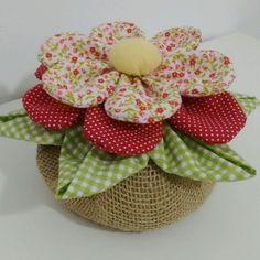 18 Ideas For Patchwork Artesanato Tecido Cloth Flowers, Felt Flowers, Fabric Flowers, Felt Crafts, Diy And Crafts, Arts And Crafts, Hand Embroidery, Embroidery Designs, Sewing Crafts