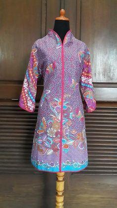 Hokokai Batik Fashion, Ethnic Fashion, Boho Fashion, Womens Fashion, Blouse Batik, Batik Dress, High Collar Blouse, Collar Dress, Dress Batik Kombinasi