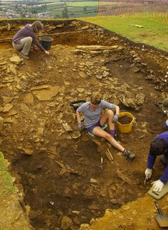 "A second season of excavations at Britain's biggest Iron Age hill-fort has uncovered remains of Roman weaponry, and the site of the first ""ham stone"" house.    Archaeologists are slowly piecing together a picture of what life was like in Britain's largest hill-fort, after a second season of excavations.    The project, at Ham Hill in Somerset, is the most intensive excavation of the Iron Age fort ever undertaken, and involves researchers from both Cambridge and Cardiff universities."