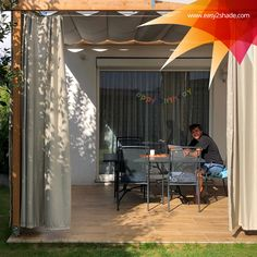 Easy2shade präsentiert: eine Kombination aus Raffbeschattungssystem und Outdoorvorhang, die Deiner Pergola ein ganz neues extravagantes Designe verleihen. Für die gemütlichen Stunden auf deiner Terrasse. Denn der schönste Platz an der Sonne, ist im Schatten. 😉 #easy2shade #pergoladesign #homesweethome #terrassengestaltung #sonnensegel #raffsegel #outdoorlife #kundenfeedback Pergola Design, Sun Sails, Solar Shades, Privacy Screens, Garden Cottage, Shadows, Nice Asses