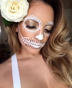 Tag der Toten Catrina Make-up Inspiration - Makeup Looks Yellow Candy Skull Costume, Candy Skull Makeup, Halloween Masquerade, Halloween Skull, Halloween Ideas, Sugar Skull Girl, Face Paint Makeup, Make Up Inspiration, White Makeup