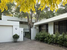 31 Pymble Avenue, Pymble, NSW 2073. Blunt House by architect Peter Hirst 1968.