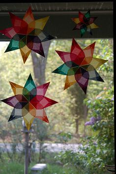 Window Stars...we make these each winter to add some color to our days. Can use tissue paper or kite paper. Tutorial can be found: http://hindshouse.blogspot.com/2008/08/cast-of-characters-ala-pw-eight-square.html