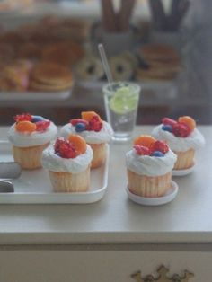 Dollhouse miniatures/cupcake'fresh fruits' 1:12th