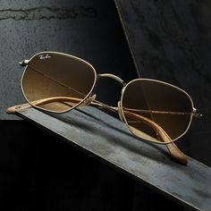 Gold frames, bold st