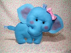 Elefante em feltro 20 cm