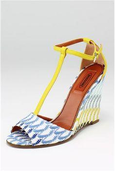 #wedge #platforms #platforme #print #culoare #yellow #colors #pumps #shoes #incaltaminte #pantofi #sandale #shoemania #stiletto #mocasini #balerini #flats #print #imprimeu #fashion #trends #tendinte #pantofi #reduceri #preturimici #gottahavethem #lovethem #love #wear #fashion #moda #style #stil #outfit