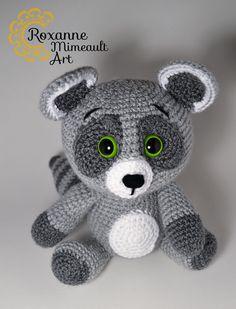Racoon amigurumi crochet toy de la boutique RoxanneMimeaultArt sur Etsy