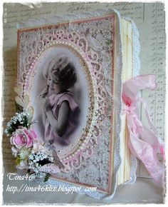 A nice box . could be a nice cover for mini too. Decoupage Vintage, Shabby Vintage, Vintage Scrapbook, Baby Scrapbook, Handmade Journals, Handmade Books, Baby Mini Album, Envelope Book, Book And Frame