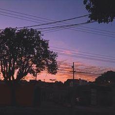 Eu só estava tentando sair da minha própria caixa... Celestial, Photo And Video, Sunset, Videos, Outdoor, Instagram, Go Outside, Outdoors, Sunsets