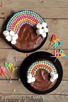 Pastel arcoiris Un pastel de chocolate y un pastel de vainilla, bonito . Festa Party, Rainbow Birthday, Cake Rainbow, Baby Birthday, 2 Birthday Cake, Birthday Desserts, Rainbow Wedding, Dinosaur Birthday, Birthday Ideas
