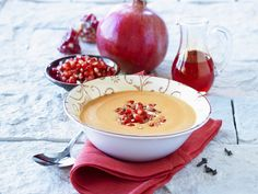Granatapfelsuppe mit Nelken | Kalorien: 243 Kcal - Zeit: 25 Min. | http://eatsmarter.de/rezepte/granatapfelsuppe-mit-nelken