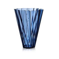 Create decadent centrepieces with this Shanghai vase from Kartell. In a rich metallic colour, this vase is made from metallic PMMA and has an eye-catching pleated design which fans out from the top. B