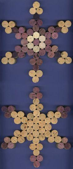 Snowflake Cork Trivet - photo only Wine Craft, Wine Cork Crafts, Wine Bottle Crafts, Wine Bottles, Diy Wanddekorationen, Diy Crafts, Christmas Projects, Holiday Crafts, Wine Cork Art
