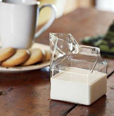 amazing milk jug | curiosa lechera