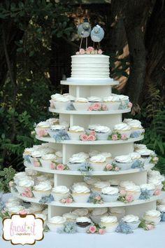 Wedding tower with cutting cake & fresh flowers