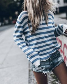 inspiration | fashion | look | outfit | street style | style | blogger | blogger style | blogger look | summer look | summer fashion | details | stripes | blue | white | sweater | shorts | destroyed denim | womens fashion | fashion photography | famous blogger | picture by mikutas |