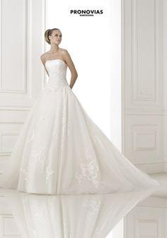 FASHION PRONOVIAS-38 abiti ed accessori, per #matrimoni di grande classe: #eleganza e qualità #sartoriale  www.mariages.it