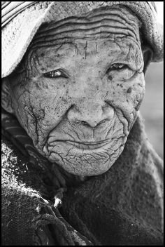 Faces/Caras...! Old face, wrinckles, aged, lines of Life, cracks in time, beauty, powerful, intense, strong, portrait, photo b/w