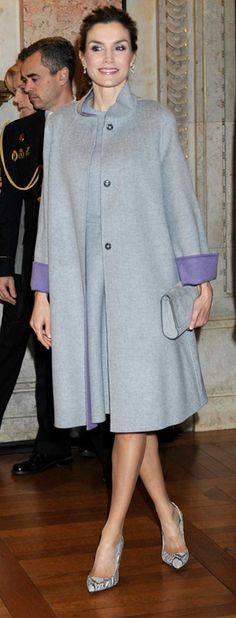 Queen Letizia - Carolina Herrera pearl grey double-wool coat and matching dress. Lady Like, Princess Letizia, Queen Letizia, Carolina Herrera, Royal Fashion, Timeless Fashion, Girly Girl, Style Royal, Casual Chique