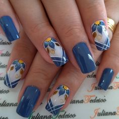 21 Gorgeous Flower Nail Art Designs Ideas for Spring You Must Try - Beautiful Nail Art, Gorgeous Nails, Stylish Nails, Trendy Nails, Blue Nails, My Nails, Flower Nail Art, Nail Flowers, Fancy Nails