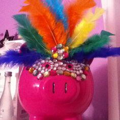 Boring piggy banks no more DIY Apple Festival, Piggy Banks, Cute Piggies, Flying Pig, This Little Piggy, Crafty Craft, Summer Crafts, Dollar Stores, Fundraising