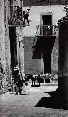 """""""Hay petates"""" Guanajuato.- 1983 """"Foto: Enrique Segarra. """"louieflores"""