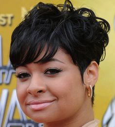 Short Hairstyle for Black Women with Round Faces