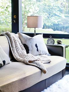 A 2-minute sofa makeover the doesn't require sewing a single stitch.  My kind of makeover!