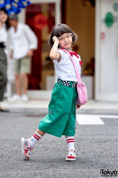 Coco is a street style icon whose parents own the popular Tokyo vintage boutique Funktique. Asian Street Style, Street Style Trends, Japanese Street Fashion, Tokyo Fashion, Harajuku Fashion, Korean Fashion, Kids Fashion, Harajuku Japan, Japanese Outfits