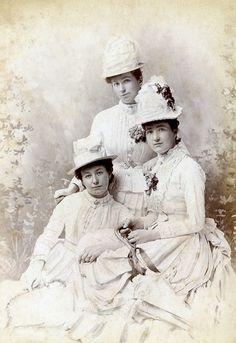 +~+~ Antique Photograph ~+~+  Beautiful portrait of three women.  Glasgow, Scotland.
