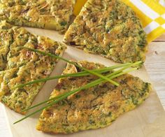 Herb omelette with cheese - Rezepte Food For Pregnant Women, Cooking Recipes, Healthy Recipes, Omelette, Balanced Diet, Food Inspiration, Zucchini, Cravings, Food And Drink