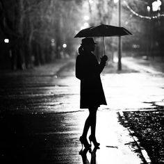 on a rainy day. Black And White Girl, Black And White Pictures, I Love Rain, Rain Days, Under The Rain, Foto Casual, Rainy Night, Under My Umbrella, White Umbrella