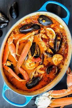 Classic Cioppino (San Francisco-Style Seafood Stew) Classic Cioppino is an amazing Italian-American seafood stew made famous in San Francisco. Surprisingly easy to make, this is just amazing! Fish Recipes, Seafood Recipes, Cooking Recipes, Healthy Recipes, Oven Recipes, Meal Recipes, Family Recipes, Holiday Recipes, Cake Recipes