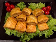 Kruche paszteciki z mięsem - Blog z apetytem Polish Recipes, Dumplings, Catering, Food And Drink, Appetizers, Cooking Recipes, Snacks, Chicken, Ethnic Recipes