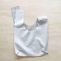 しじみバッグの製図・型紙と作り方   nunocoto fabric Slouch Bags, Market Bag, Reusable Bags, Mini Bag, Shopping Bag, Tote Bag, Sewing, Purses, Fabric