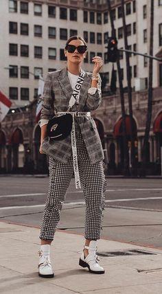 Outfit: Glencheck Blazer, Slogan Gürtel & Balenciaga Ceinture Cut Out Boots . - - Outfit: Glencheck Blazer, Slogan Gürtel & Balenciaga Ceinture Cut Out Boots . Style Désinvolte Chic, Street Style Chic, Looks Street Style, Looks Style, Street Style Trends, Trendy Style, Look Fashion, Trendy Fashion, Fashion Outfits