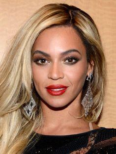 Olhos amendoados  Beyoncé, Rihanna e Angelina Jolie têm o formato de olho perfeito: olhos amendoados são, em geral, os mais simétricos, que é exatamente o efeito que tentamos criar com a maquiagem. Nesse caso, as regras são mais brandas: vale (quase) tudo na hora de se maquiar.