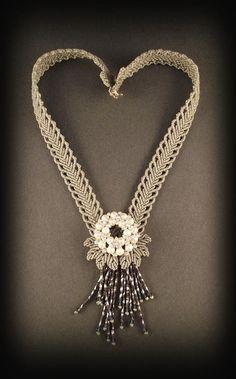 Macrame jewelry necklace in grayThe overlapping heart by Mabutirat