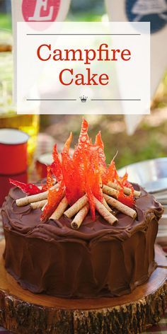 Set the stage for the perfect backyard party with our chocolate Campfire Cake topped with crackly hard-candy flames and rolled-wafer cookie logs. Bonfire Cake, Campfire Cupcakes, Campfire Cake, Campfire Recipes, Food Cakes, Cupcake Cakes, Camping Cakes, Camping Menu, Camping Foods