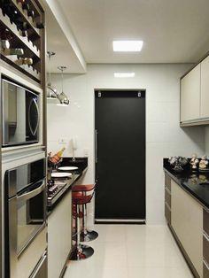 Apartamentos pequenos: 320 projetos de profissionais de CasaPRO - Casa -  Cozinha de um apartamento, de 85 m². Projeto de Caroline Yasmin Gonçalves.