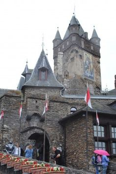 Cochem Castle, or officially Reichsburg Cochem is a beautiful castle with a beautiful setting.