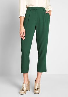 Start From Here Cropped Pants - When clad in these cropped pants from our ModCloth label, your chic style garners even more attention. A hunter green hue adorns these woven, pocketed trousers, making them versatile enough to wear with tees, blouses, or a blazer.