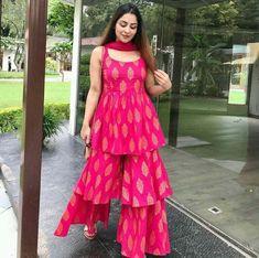 Party Wear Indian Dresses, Designer Party Wear Dresses, Indian Gowns Dresses, Dress Indian Style, Indian Fashion Dresses, Indian Wedding Outfits, Indian Outfits, Ethnic Outfits, Pakistani Dresses