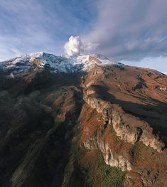 """347 mentions J'aime, 3 commentaires - Colombia Travel (@colombia.travel) sur Instagram: """"Admire the view of the Ruiz Nevado with its majestic shapes unique in Los Nevados National Natural…"""""""