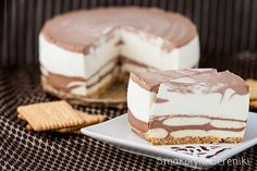 Two-tone cheesecake without baking Polish Desserts, Polish Recipes, Cookie Desserts, Sweet Recipes, Cake Recipes, Food Bouquet, Sweets Cake, Sweet Tarts, Relleno